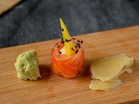 Geisha de salmón fresco, queso crema y mango (unidad)