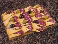 Tabla criolla salame y queso (comen 2 pican 4)