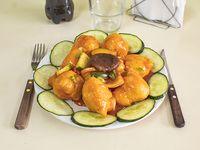 Pollo saltado con salsa de curry
