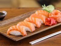 Nigiris de salmón fresco (2 unidades)