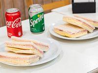 Combo - 6 Sándwiches de miga de jamón y queso + 2 Gaseosas 354 ml