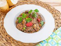 Guiso de lentejas con panceta y roast beef