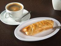 Cachito venezolano + café americano simple o té