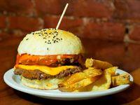 Burger doble cuarto de libra con papas bastón