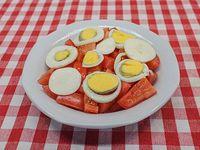 Ensalada de tomate y huevo