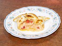 Empanada de jamón, queso y tomate