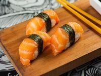 Nigiri de salmón (3 unidades)