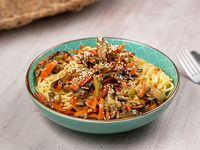 Spaghetti con vegetales al wok