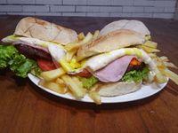 Combo - 3 hamburguesas popu + papas fritas + gaseosa 1, 5l