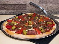 9- Pizza calabresa