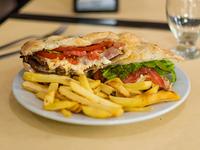 Promo - Milanesa completa + porción papas + agua saborizada Levité 600 ml
