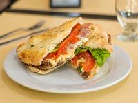 Sándwich de milanesa de carne o pollo completa