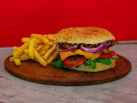 Sándwich de hamburguesa  gourmet  con papas