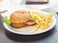 Promo 3 - Sándwich de hamburguesa con lechuga y tomate + papas fritas
