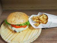 Combo - Sándwich de lomito simple + papas fritas medianas caseras