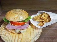 Combo - Sándwich de lomito completo + papas fritas medianas caseras