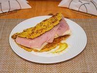 Cachapa con queso y jamón