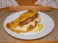 Cachapa con queso y carne