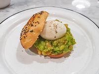 Bagel Guacamole y Huevo
