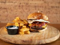Burger de La Barra con papas steakhouse