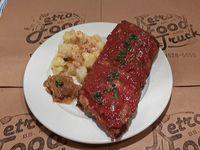 Ribs de Cerdo Braseadas - 500 grs - con salsa Bbq, Kartoffelsalat y Cebolla Caramelizada al Bourbon