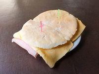 Sándwich especial árabe de jamón y queso