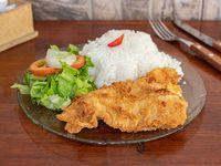 Menú miércoles - pescado frito con ensalada y arroz + sopa de pollo