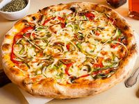 Pizza Vegetariana Personal + Jugo del Valle Frutal Sabor (Piña Mandarina)