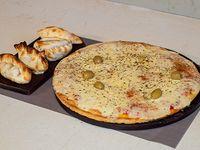 Promo 2 amigos - Pizza muzzarella + 4 empanadas