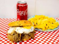 Sándwich  de churrasco chemilico + papas fritas + bebida 350 ml