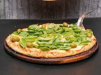 Pizza Margarita con albahaca