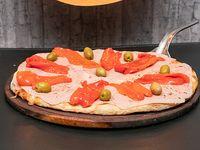 Pizza con jamón y morrones a la piedra