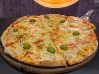 Pizza muzzarella clásica a la piedra