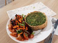 Tarta de Espinaca y Pollo con Ensalada