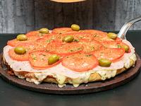 Pizza napolitana con jamón al molde