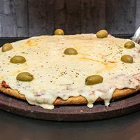 Pizza muzzarella clásica al molde