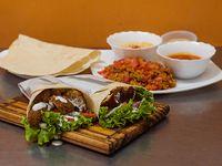 Promo vegetariana para cuatro personas - 4 shawarma vegetariano +  1 tabule + 1 humus grande + 1 pasta de berenjenas + 4 panes de regalo