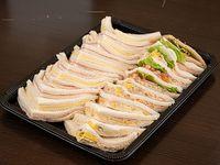 Bandeja express de 25 sándwiches surtidos