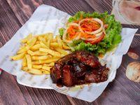 Costillas de Cerdo en Salsa bbq + Papa Francesa Ensalada y Gaseosa 400 ml