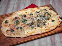 Pizza fugazzeta mediterránea