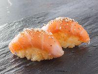 Niguiri crocante de salmón 4 piezas
