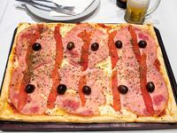 Pizza Cuadrada de Jamón y Morrones para 3 personas