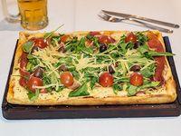 Pizza con rúcula fresca