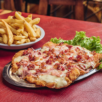 Suprema con panceta a la pizza con papas fritas