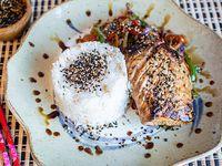 Salmón grillé con salsa teriyaki