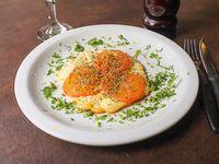 Provoleta al tomate con orégano