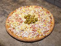 Pizza con muzzarella, jamón y huevo - 6 porciones