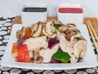 Pollo al wok con champignones