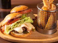 2 mini burgers+ Papas Fritas Rústicas