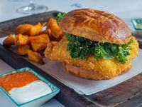 Combo 3 - Fish sándwich + papas rústicas + bebida